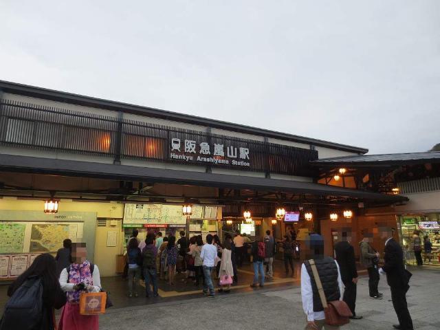 嵐山 駅舎