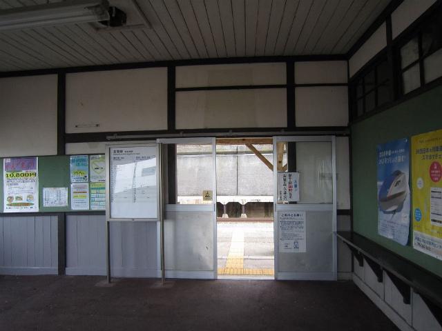 有間川駅舎内部