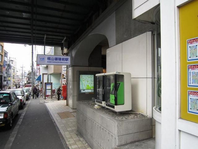 桃山御陵前駅舎