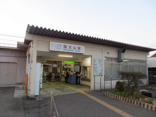 信太山 駅舎
