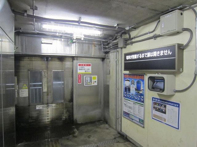 美佐島駅ホーム入口