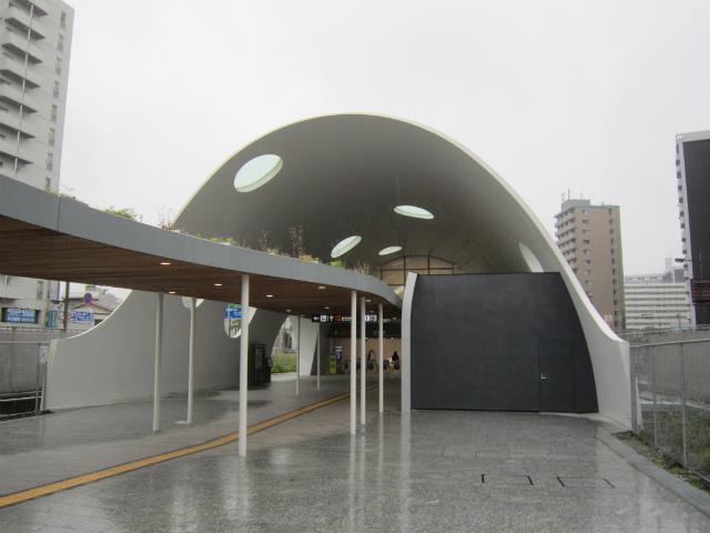 新白島アストラム駅舎