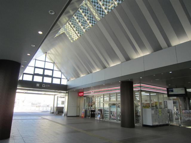 和泉府中駅舎内部東
