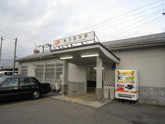 美乃坂本駅舎