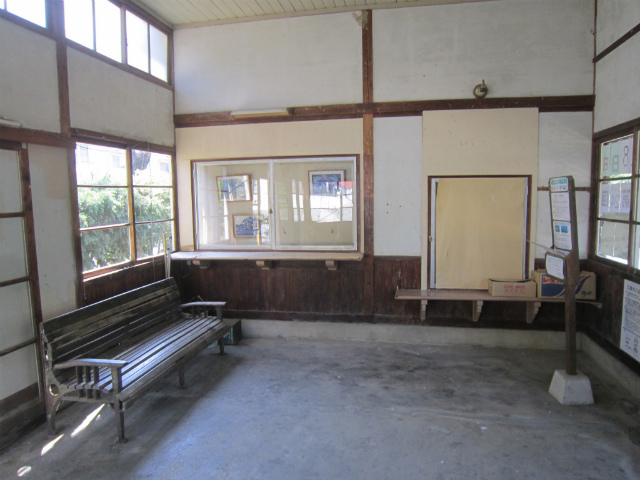川平駅舎内部