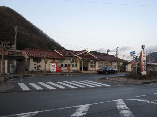 谷川駅 駅舎