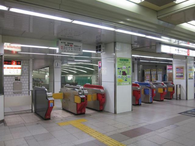 梅田(御堂筋)中南改札2