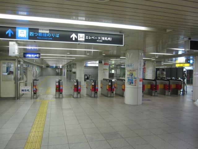 西梅田駅 南