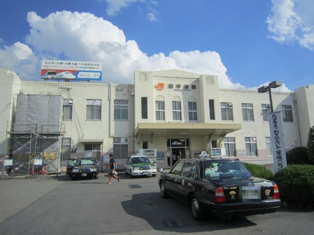南甲府駅舎
